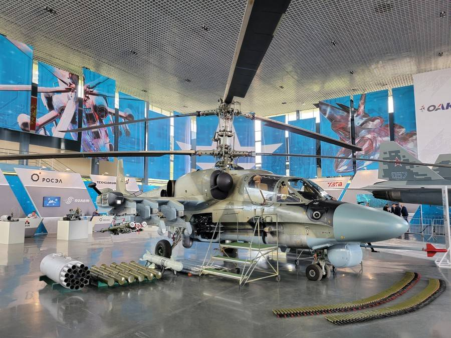 """Ka-52M and """"Product 305"""" (next to the rear landing gear)"""