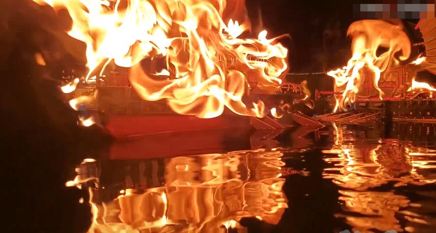 图片[10]-真·还原历史!大佬硬核复刻火烧赤壁,狂肝一月做的船说烧就烧!-妖次元