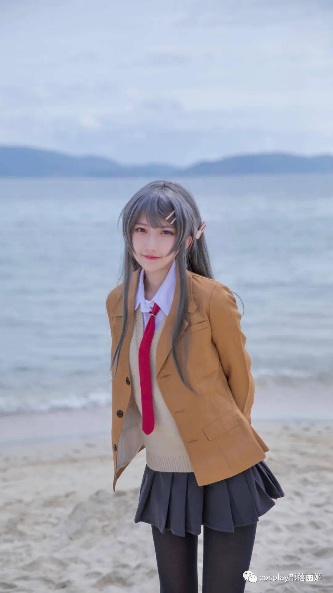 cos:兔女郎樱岛麻衣cos正片@兔x2,踩在柔软的沙滩上