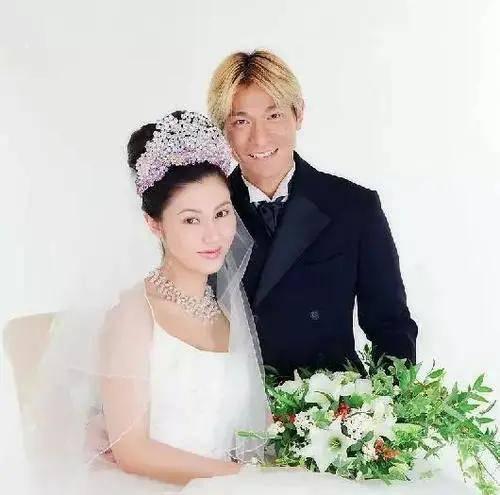 6对像以前一样相爱的已婚明星 长达33年 至少7年 这是一个例子