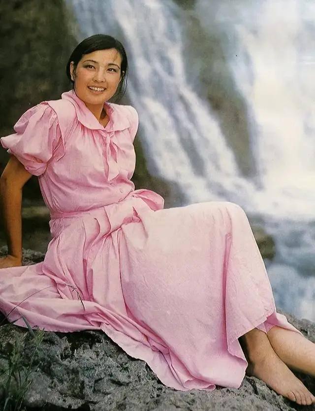 图片[51]-八九十年代的女明星挂历,复古又雷人,都是青春的记忆,好怀念啊-妖次元