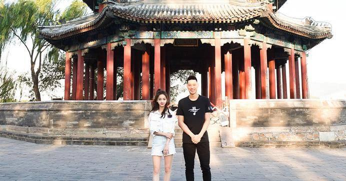 林书豪与当红女星同游颐和园!商业价值炸裂,完美融入北京生活