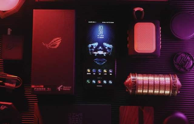 原創             讓游戲體驗進階—騰訊ROG游戲手機