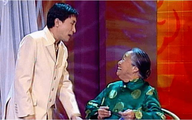 国家一级演员 千人因病去世送别 23岁的孙子成为中国人的骄傲