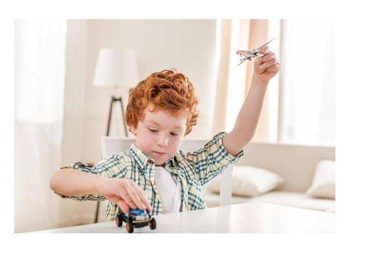 扔纸游戏,训练孩子抓握能力