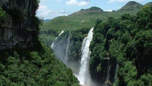 地球上最美的疤痕之一,峭峰离立分宽颖,被誉为大自然的天然盆景