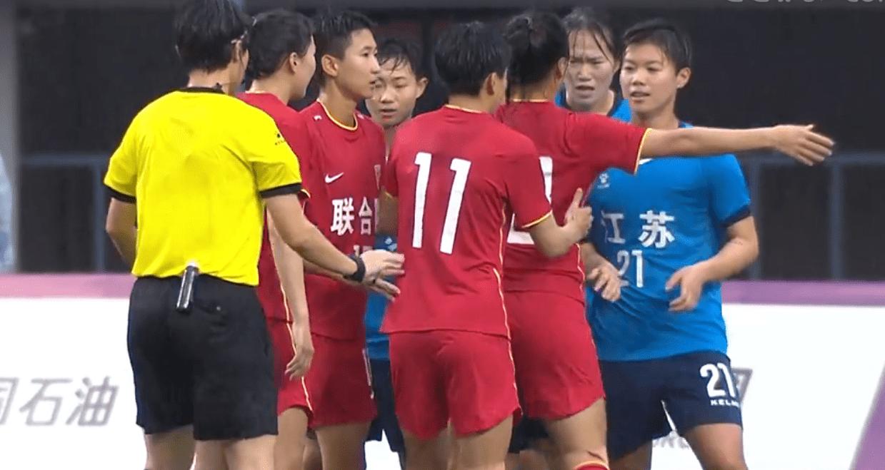 2-1!中国女足85分钟绝杀获胜,王霜展现巨星价值,水庆霞难转正
