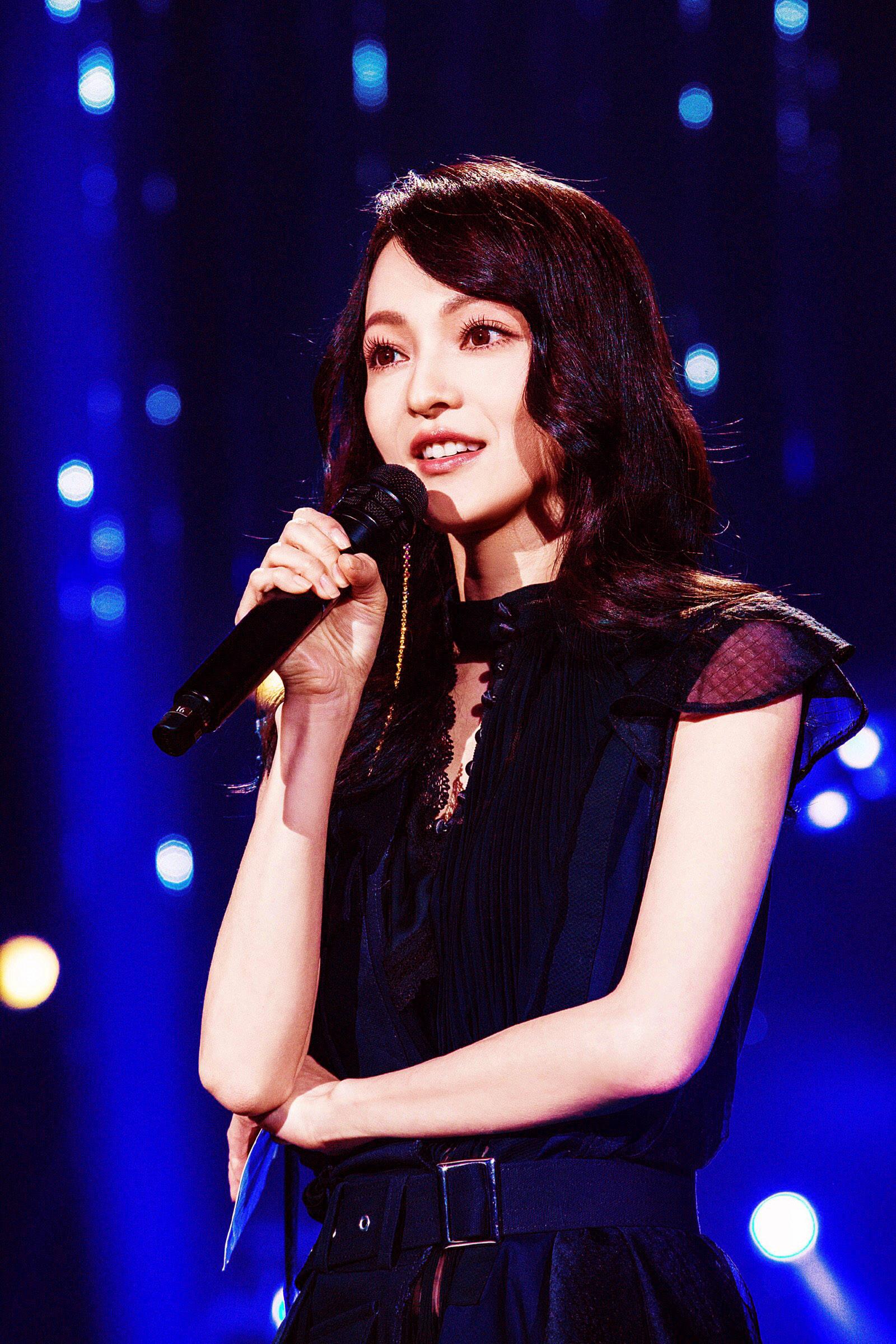 著名歌手张韶涵:请人殴打父母?风光背后的心痛与眼泪