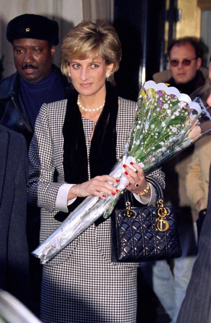 DIOR迪奥品牌的标志之作——Lady Dior手袋