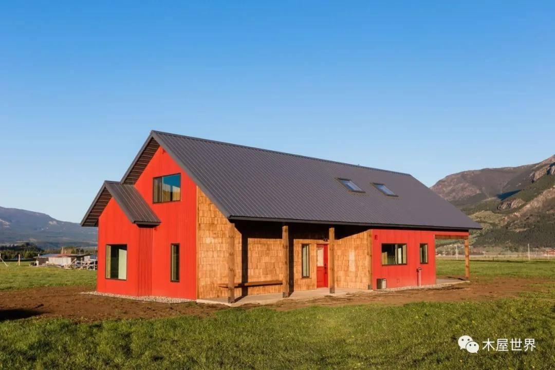 原野上的红色身影 - 当在家工作成为常态时,我们建造了更适应的乡村住宅