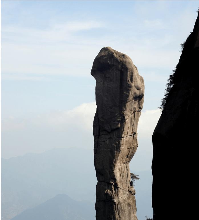 三清山巨蟒峰的是濒危景点,峰顶上有什么,竟有人不惜代价地攀登