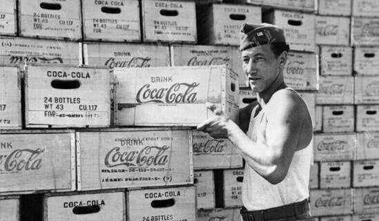 打仗呢严肃点!二战美军一年喝掉10亿瓶可口可乐,真是享受!