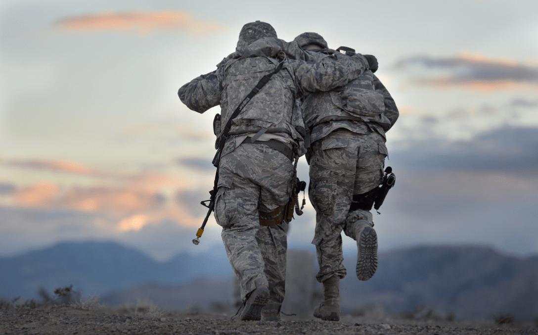 美国空军的分层着装系统,虎纹迷彩夹克挺漂亮,只佩戴军衔很简洁