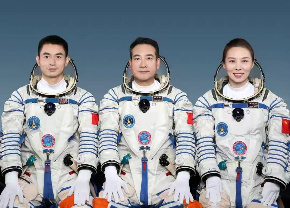 神舟13号乘组太空出差180天,需氧气近30万升,空间站氧气从哪来