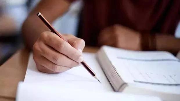 【10月17日雅思写作】大作文解析:人们努力工作是为了什么?