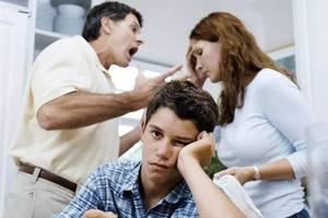 """父母別當著孩子的面做這件事情,不僅是無能的表現還很""""傷""""娃"""
