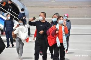 今年首趟湖南旅遊包機抵達吐魯番