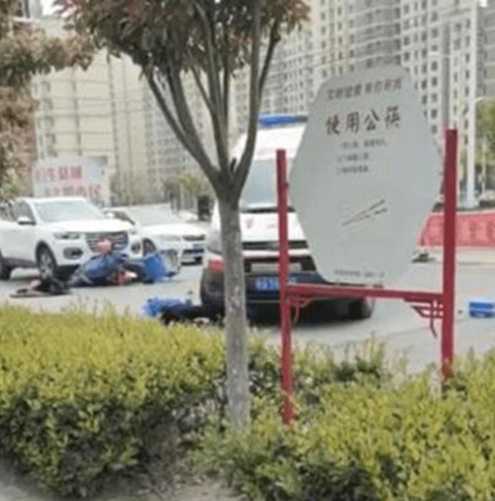 外卖小哥被救护车二次碾压,蒙城卫健委:司机并非临时雇用人员,已被停职