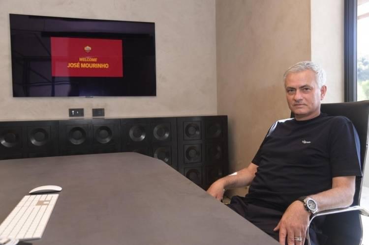 罗马俱乐部晒穆里尼奥工作照 穆帅准备开启新的征程