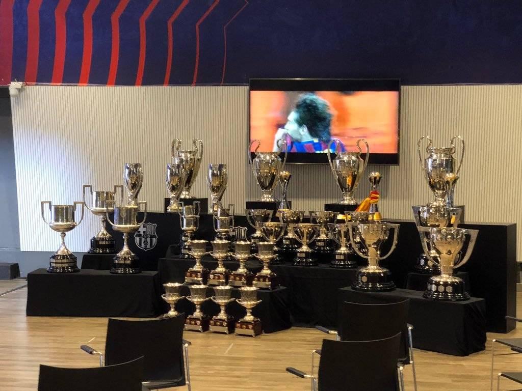 梅西发布会现场实拍:为巴萨拿的35冠奖杯全部到场_神话娱乐官网