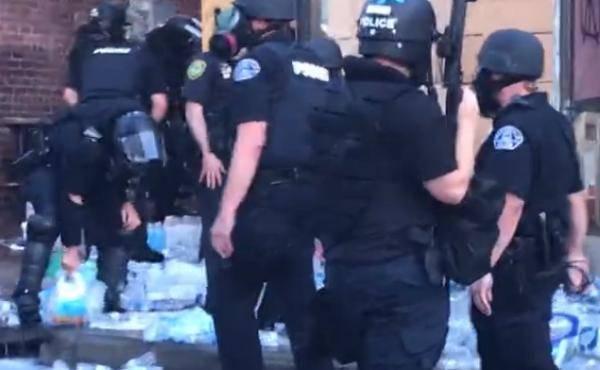 美国警察拆毁抗议者所设急救站 当地市长愤怒发