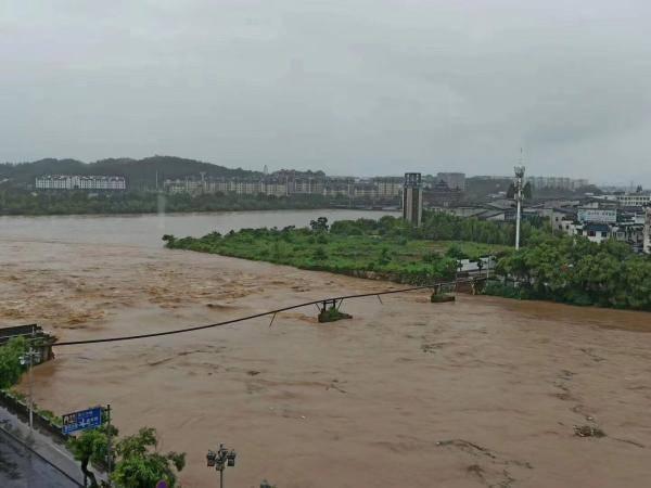 安徽黄山开始打捞被洪水冲垮的古桥原料:严禁私自打捞