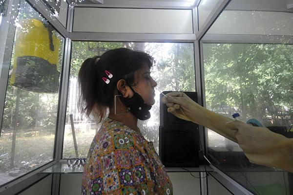印度新增新冠确诊病例超7.5万例,累计逾556万例