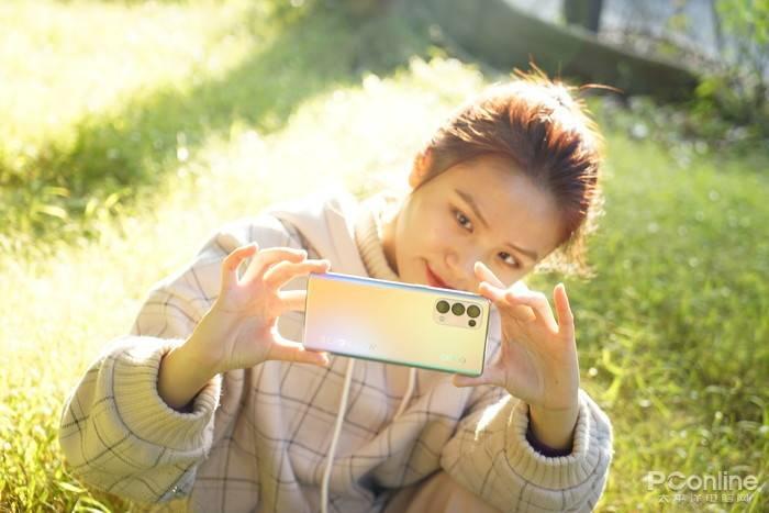 OPPO Reno5 Pro评测:全新星钻外观,最会拍人的视频手机的照片 - 2
