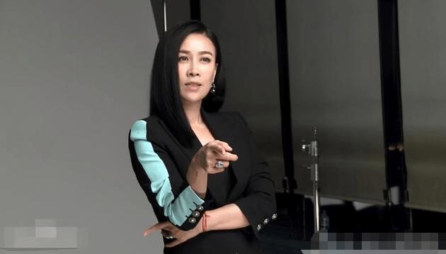 她是《中国好声音》冠军中最火的一位,现已成娱乐圈最抢手的女人