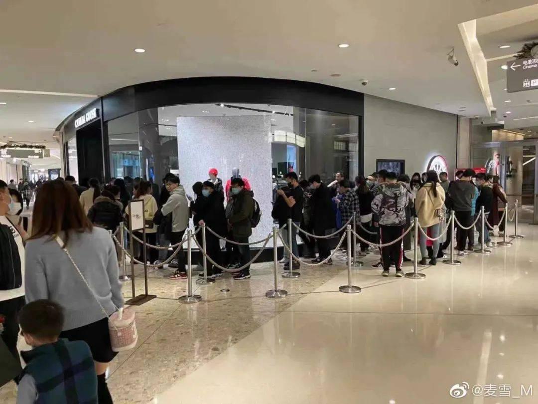 """""""加拿大鹅卖断货""""上热搜!上海还真的有一堆人在排队!羽绒服鄙视链 侬晓得伐? 爸爸 第14张"""