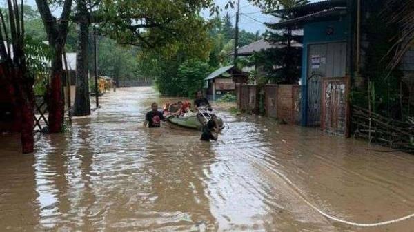 印尼美娜多市发生洪水和山体滑坡 6人遇难