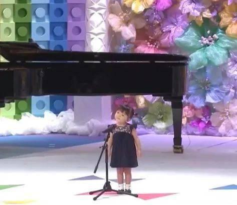2岁幼崽参加童谣大赛获银奖,日本连小孩儿唱歌都这么厉害?!