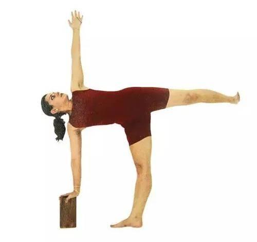 半月式,腰背疼痛的解药 || 听瑜伽_体式