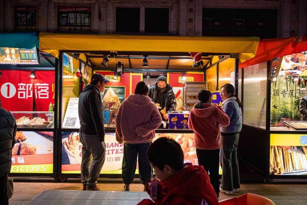 上海最大的火车OPE电竞app夜市,带50元去够了