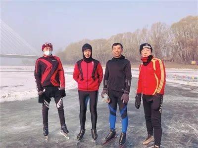 惊险!沈阳六旬男子冰面穿行落入冰窟!接下来的一幕……