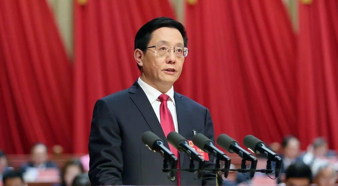 云南省2021年政府工作报告专门向消防救援队伍指战员致以崇高敬意