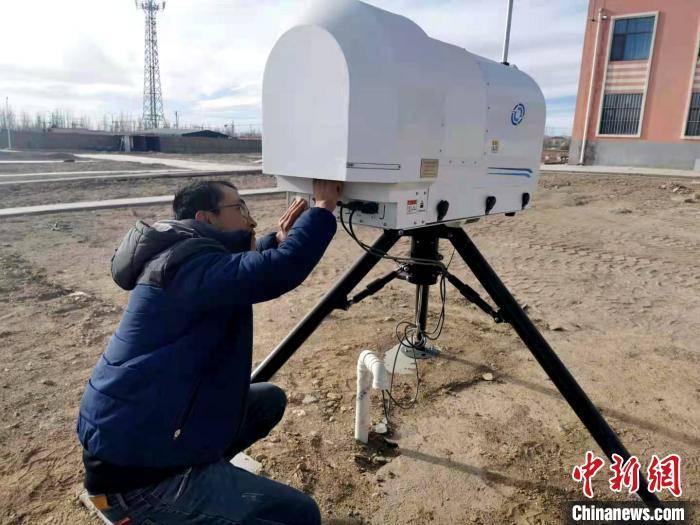 青海省茫崖进行云贵高原综合性调查科学研究仪器设备布置