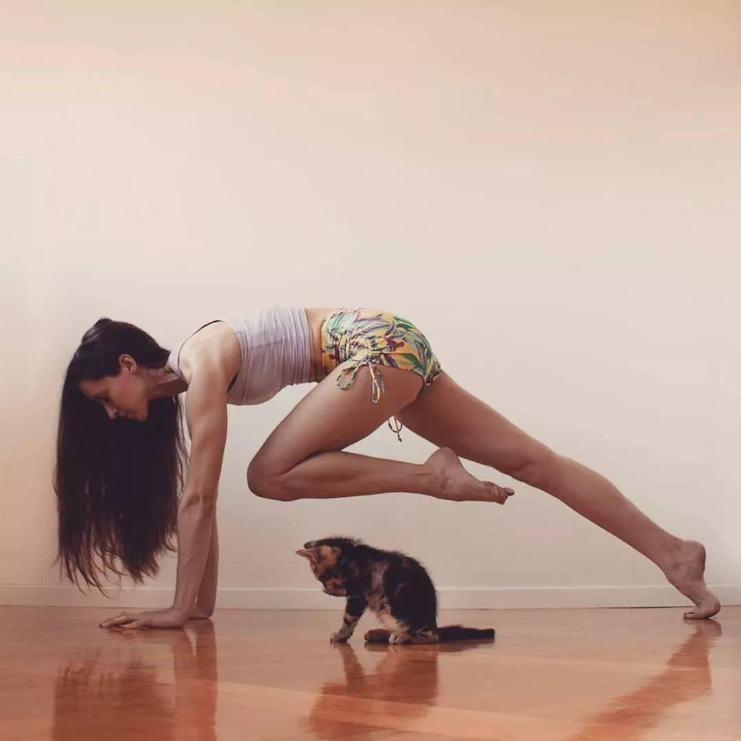 一套流瑜伽体式,练完腹部小了,臀部翘了,堪比跑步1小时