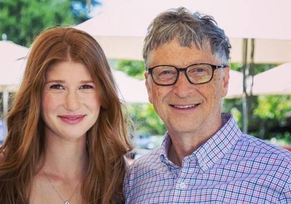 比尔·盖茨女儿接种疫苗后不忘抨击阴谋论:没有植入芯片