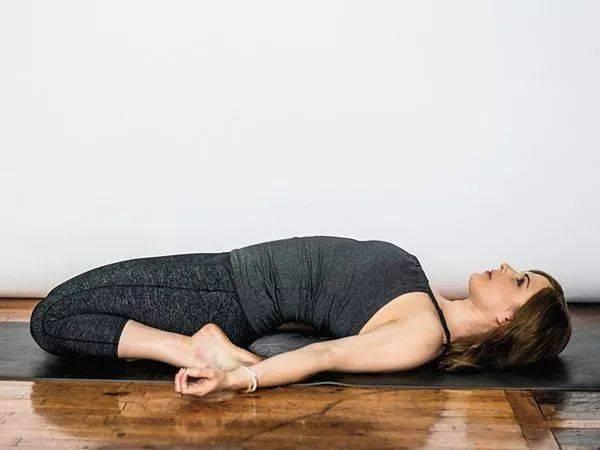 开髋没感觉?9个瑜伽动作帮你深度打开髋部_髋关节