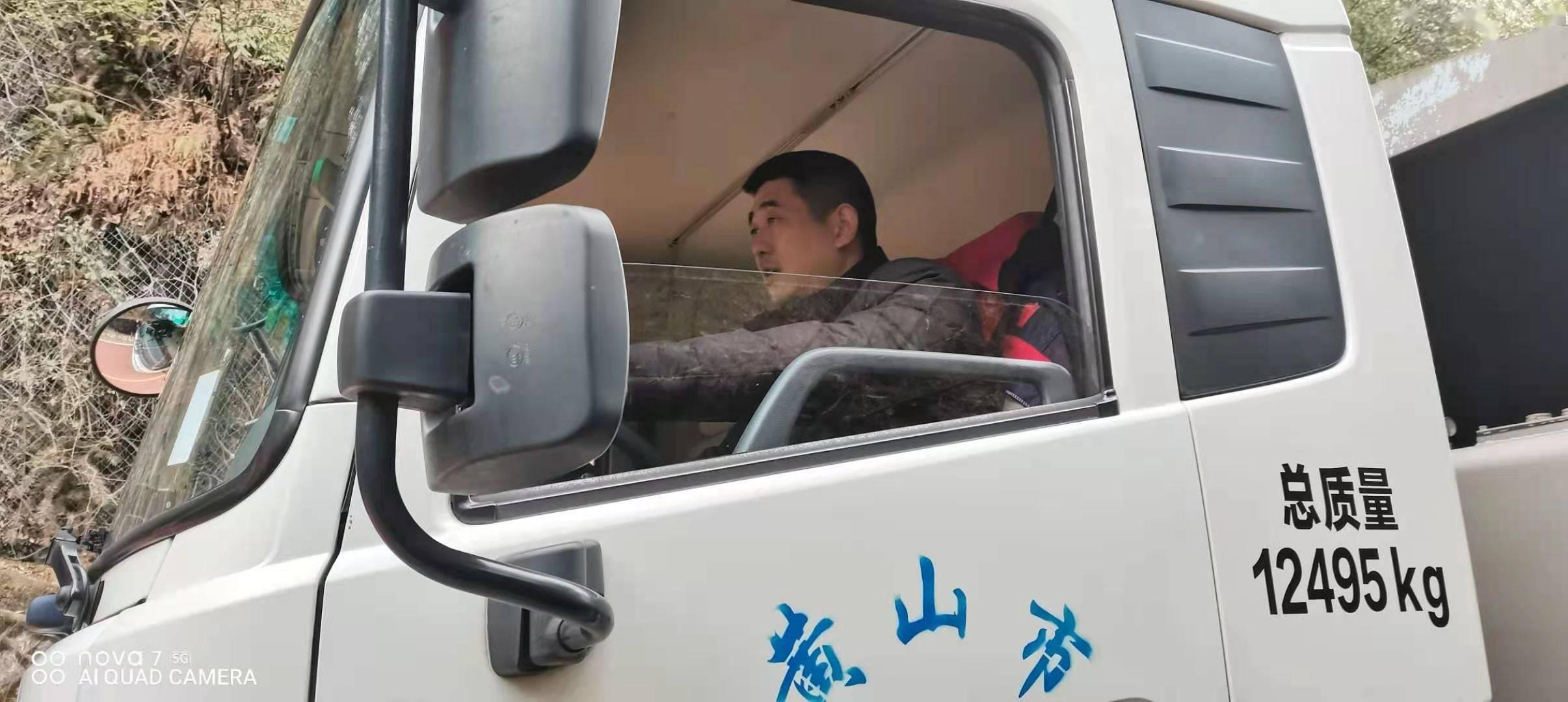 安徽黄山景区员工坚守岗位 呵护游客舒心之旅