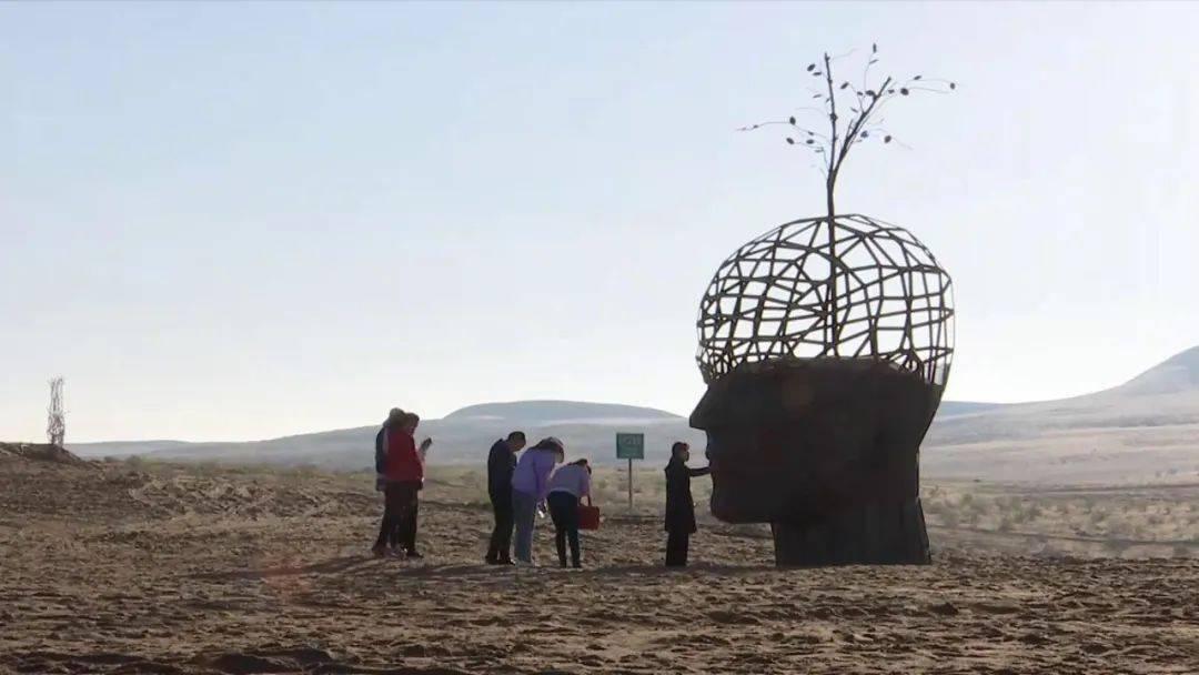 在民勤沙漠雕塑国际创作基地,体验独特年味
