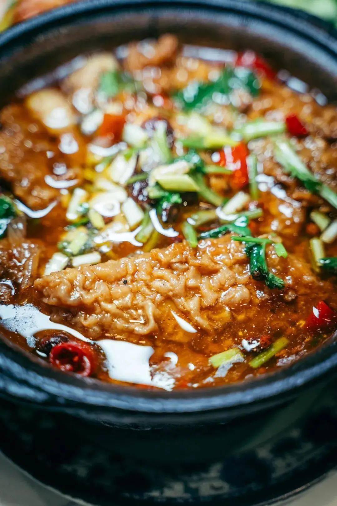 """上班第一天,徐州打工人靠着""""老三样""""挺过来:羊肉汤、把子肉、砂锅!"""