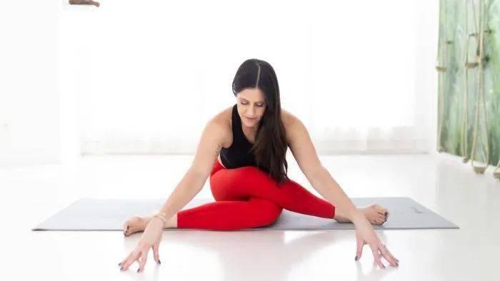 开髋选对体式很重要,8个简单的瑜伽体式帮你深度开髋!