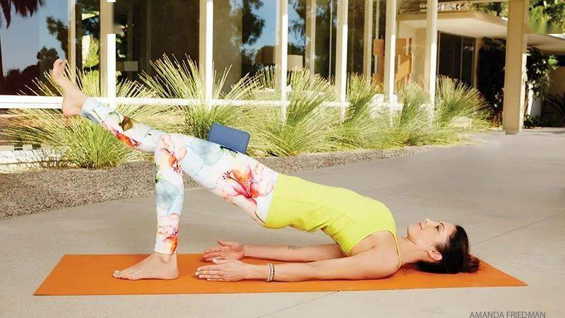 9个瑜伽体式,核心搭配盆底肌练习,小腹平坦了!