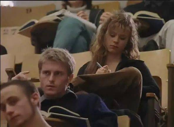 妮可・斯蒂芬斯:学历高低与幸福感无关