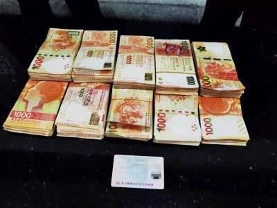 港珠澳大桥海关截获司机违规携带100万元港币出境