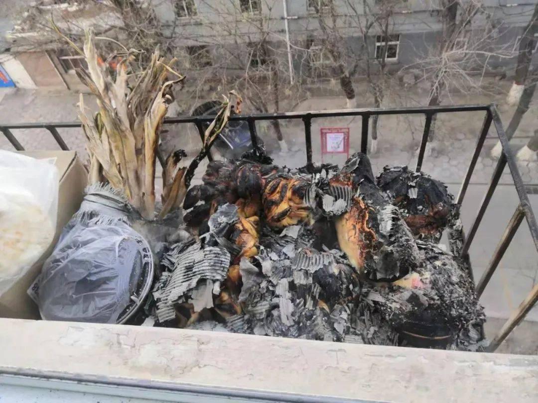 馒头变烤馍!电缆线被烧焦!太原大哥随手扔烟头引发火灾  第2张