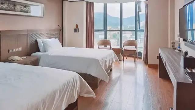 踏青+泡泉之旅!¥598住从化亨来斯登珍稀温泉酒店,泡「雨林」真温泉!