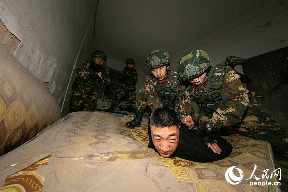 连战日夜直击武警桂林支队实战训练现场